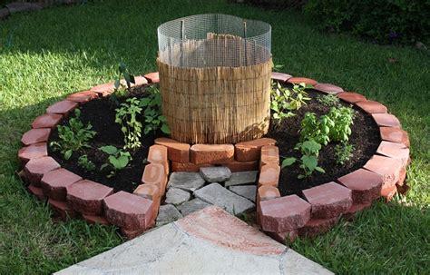Keyhole Gardening by Keyhole Garden Insteading