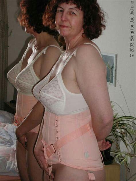 grandmothers wearing girdles pin by seppo ilmari on 50 luvun naisten muoti pinterest