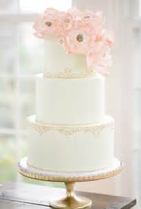 Elegant wedding cake with gold piped details metallic wedding cakes