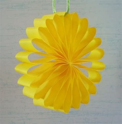 How To Make Flowers With Paper Strips - 25 best ideas about paper strips on paper