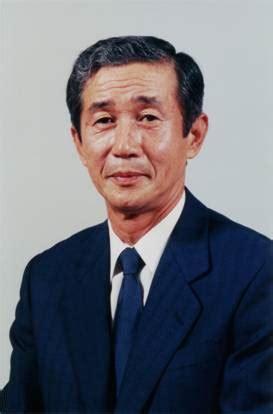 hiroyuki yoshino the recipient of 2002 wu manufacturing leadership award