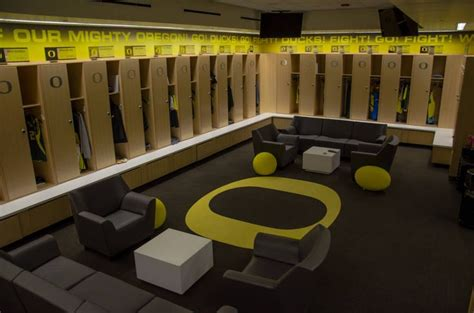 oregon locker room ducks basketball locker room search g nb oregon basketball and search