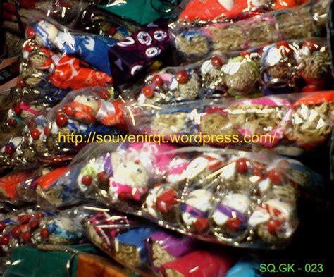 cara membuat gantungan kunci dari akar wangi souvenir dari kerajinan tangan khas jogja souvenir kita