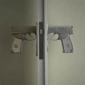 poign 233 es de portes pistolet d 233 co
