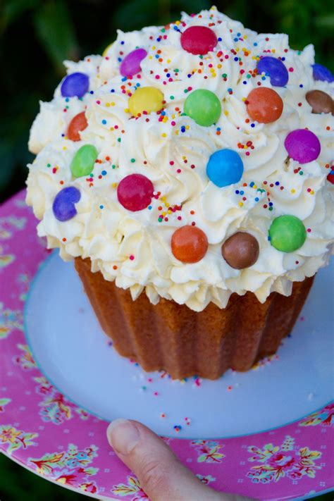 giant cupcake house  fraser bakeware review  jessica baked