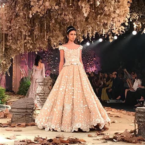 Drapes For Wedding Tarun Tahiliani Wows Audiences With Tarakanna At Icw