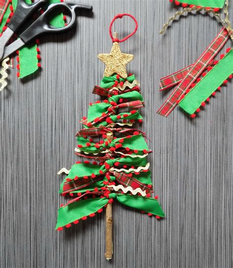 How To Make Ribbon Decorations For Tree by One Savvy Nyc Area Scrap Ribbon Tree