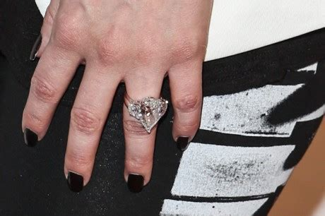Avril Lavigne Showcases 14 Carat Diamond Engagement Ring