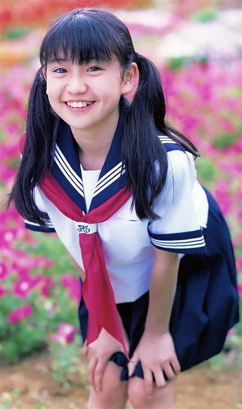 imagenes de escolares japonesas a la baja el uso del tradicional uniforme de colegiala
