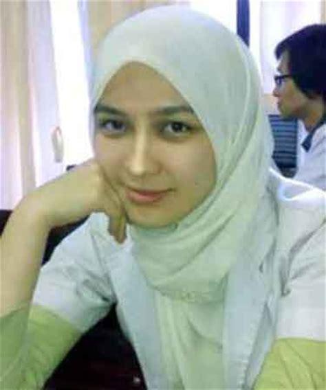 Jilbab Anak Gadiza Gadis Jilbab Dokter Muda Kus Iain Cantik Pra Iwan