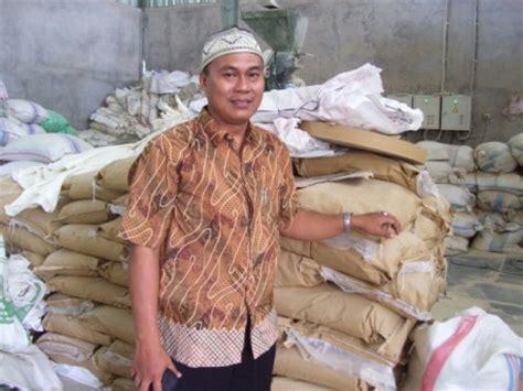 Penghilang Bau Kandang Ayam Alami teknik pemberian pakan pada ayam layer di daerah tropis