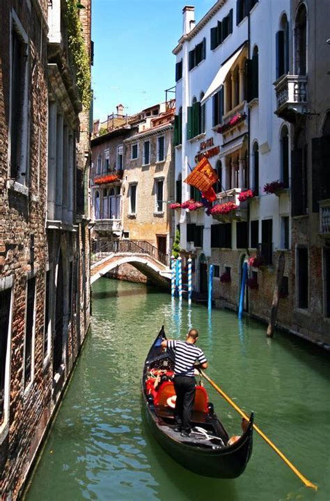best place to get a gondola in venice best 25 gondola venice ideas on venice