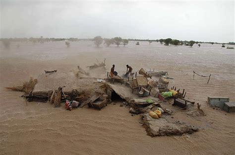 Floods In Pakistan 2010 Essay by Inondations Au Pakistan De L 233 T 233 2010 2000 Morts Et 13 8 Millions De Sinistr 233 S D 233 But De