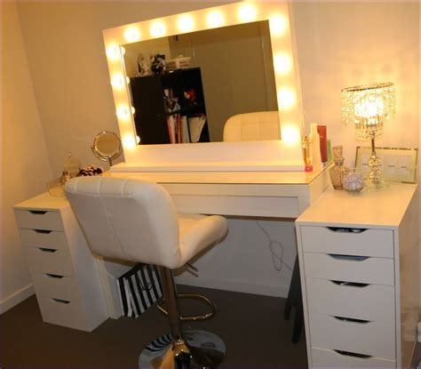 Bedroom Vanity With Mirror And Lights by Vanity Table With Lighted Mirror Makeup Lights Bedroom