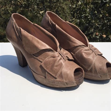 anthropologie shoes 85 anthropologie shoes miss albright taupe nava