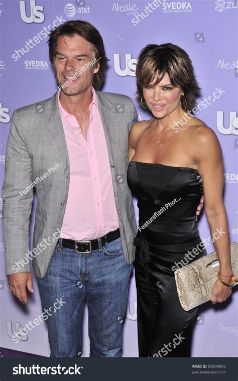 what is going on with lisa rena husband what is lisa rinna hiding about her husband lisa rinna