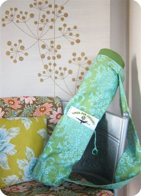 yoga bag pattern with zipper the perfect yoga bag free sewing pattern if i ever get
