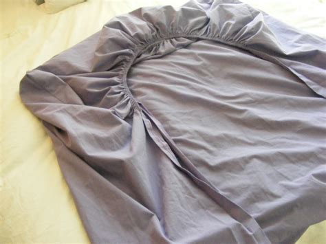 types of fitted sheets the complete guide to imperfect homemaking 4 ways to fold
