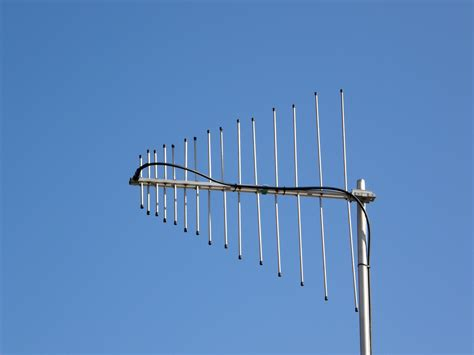 filevhf uhf lp antennajpg wikimedia commons