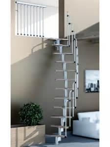 un escalier courbe dans un salon maisonapart