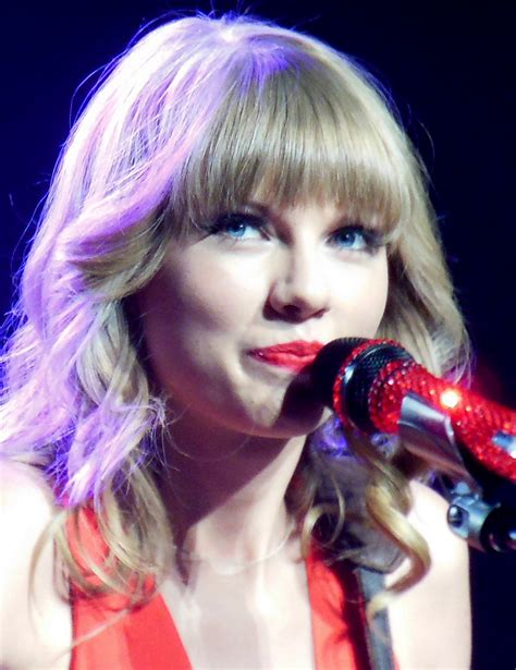 taylor swift wiki wikia file taylor swift red tour 3 2013 jpg wikimedia commons