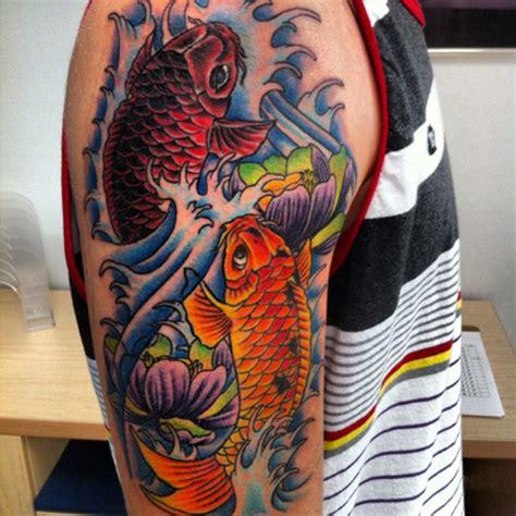 tattoo de pez koi en las costillas pez koi un tatuaje con significado