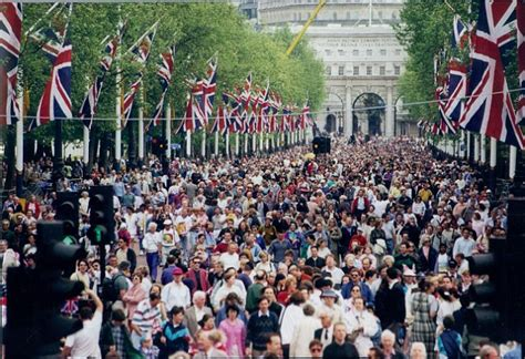 1940s themed events london the queen to celebrate the 70th anniversary of ve day at a