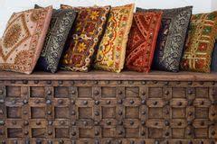 cuscini indiani cuscini indiani fotografia stock immagine di morbido