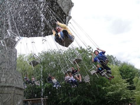 swinging adventures chessington world of adventures monkey swinger