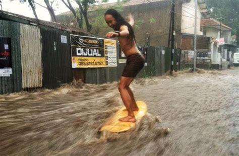 video banjir  sukagalih bandungair deras tumpah  jalanan kode