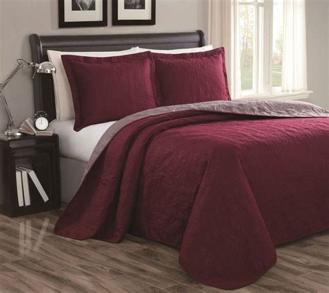 maroon bedspreads comforters best 25 burgundy bedroom ideas on pinterest burgundy