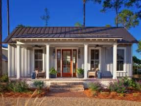 Bright Kitchen Rugs Palmetto Bluff Cottage Design Studio Sc Farmhouse