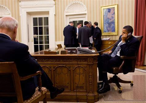 obama oval office file obama calls mubarak oval office jan 2011 jpg
