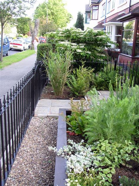 Ideas For Small Gardens Uk 25 Best Ideas About Small Front Gardens On