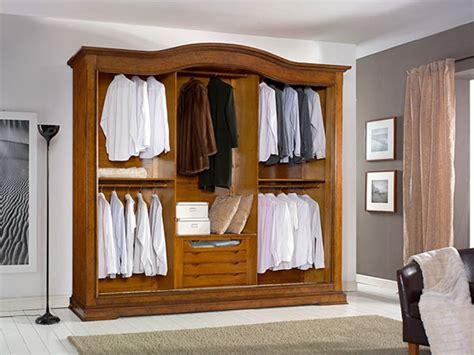 armadio a tre ante armadio in legno a tre ante scorrevoli con cassettiera interna
