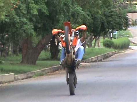 Cross Motorrad Wheelie by Ktm Wheelie