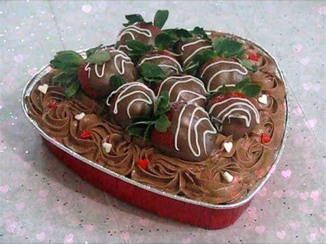 como decorar un bizcocho de chocolate como decorar un bizcocho pastel para san valentin con