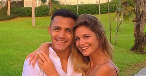 alexis sanchez girlfriend arsenal star alexis sanchez reveals new girlfriend mayte