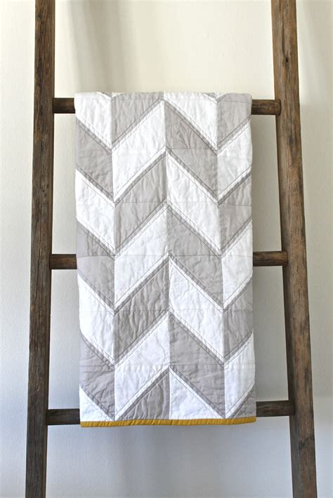 grey pattern quilt craftyblossom grey and white herringbone quilt