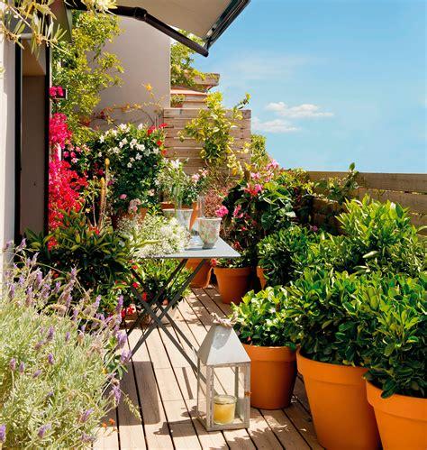 decorar mesas de jardin 10 terrazas peque 241 as pero bien aprovechadas