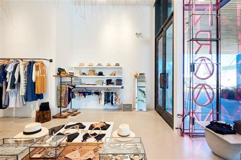 sunroom clothing 13 upscale boutiques in austin shopping andrew harper