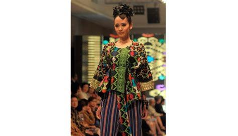 Batik Danar Hadi Di Kelapa Gading batik boy ramaikan pentas jakarta festival 2013 gaya tempo co