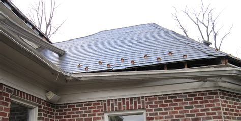 4 ways that clogged gutters can cause damage to a home