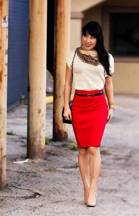 tips to wears high waisted pencil skirt in trendy way