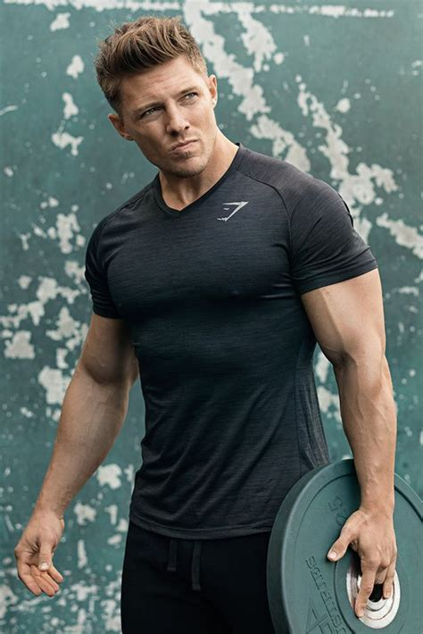 steve cook bench press steve cook working out in the convert t shirt in alpine
