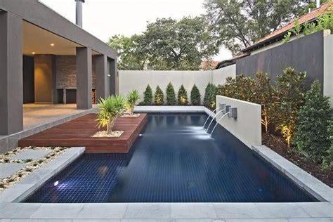 modern backyard design 49 fotos de paisagismo para piscinas inspire se