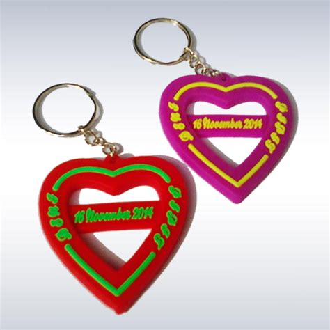 Custom Ganci Gantungan Kunci aksesoris karet sebagai souvenir pernikahan jual produksi gelang karet custom murah
