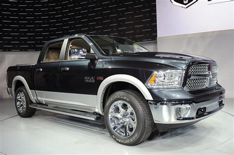 2013 ram 1500 ups the ante with new v6 less weight