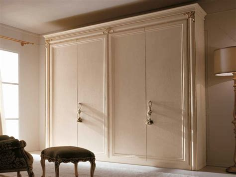 armadi in stile classico armadio in stile classico con ante scorrevoli clara