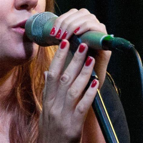 tove lo tattoo tove lo nails style